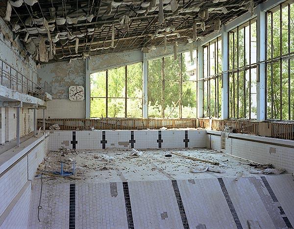 LUGARES ABANDONADOS-LUGARES OLVIDADOS (sitios fantasma en el mundo) 2003-pool