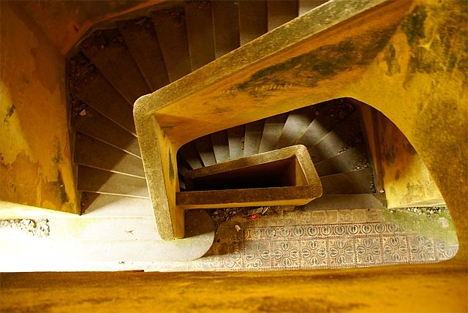 abandoned-bokor-hill-hotel-stairs