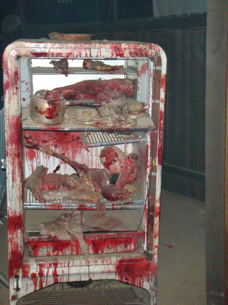Asesinos En Serio Ed Gein Y Charles Manson Info Taringa  # Muebles Piel Humana