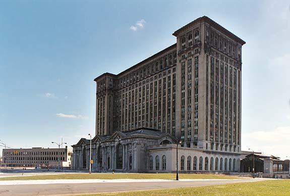 Edificios míticos abandonados. The Michigan central station.