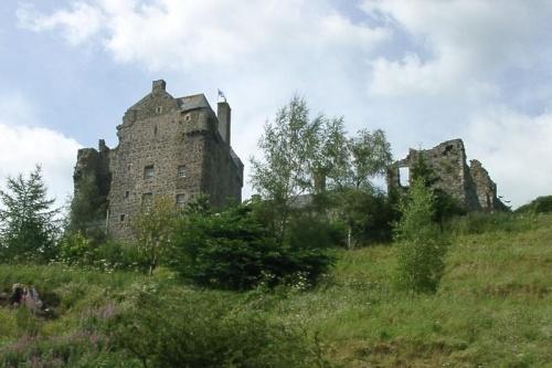 Neidpath_Castle