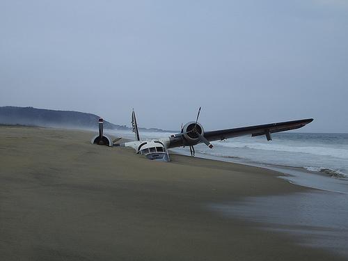 avion_en_la_playa
