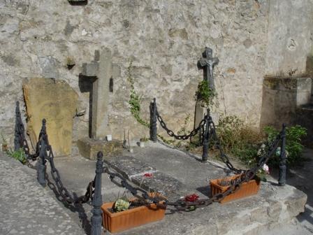 Rennes-Le-Château: Historia, enigmas y descubrimientos Tumba-sauniere