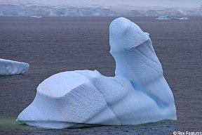 iceberg con forma curiosa