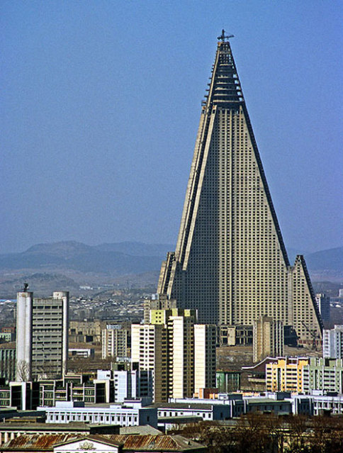 ryugyong-hotel-1