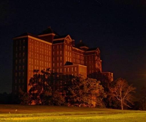 kings-park-hospital-night