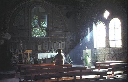 rezando-en-la-capilla