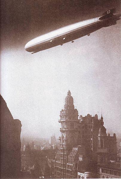 405px-Graf_Zeppelin_Avenida_de_Mayo_Buenos_aires