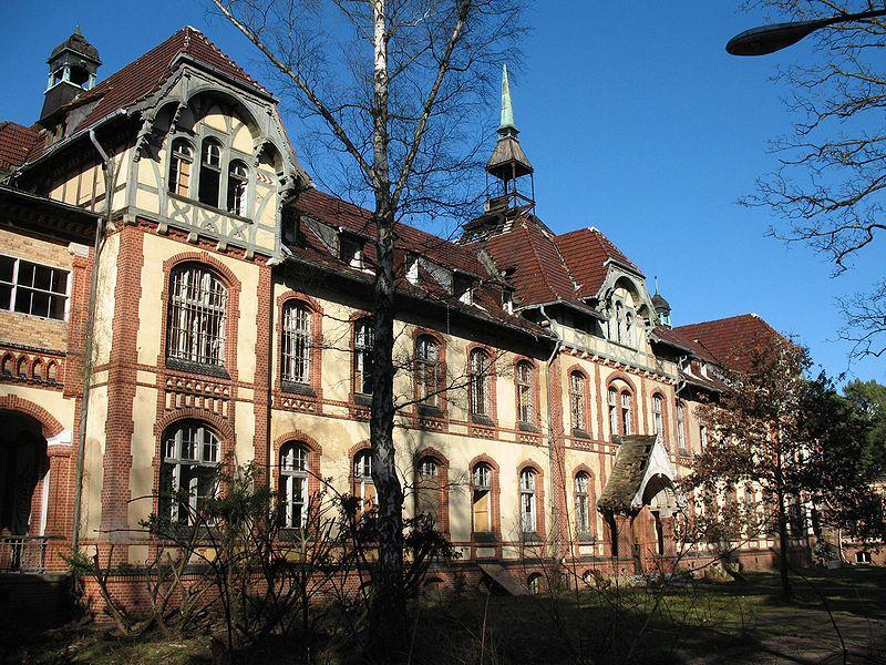 800px-Beelitz_Heilstaetten_Pavillon_B_II