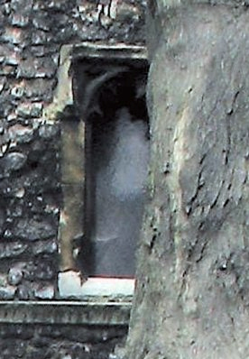 fantasma_ventana3