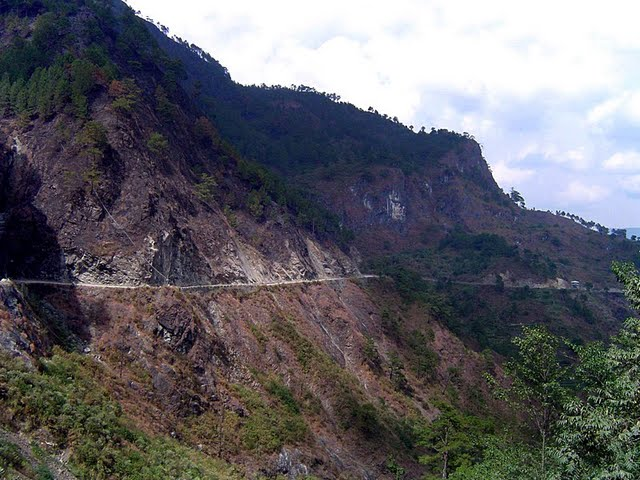 dangerous_road_in_filipines