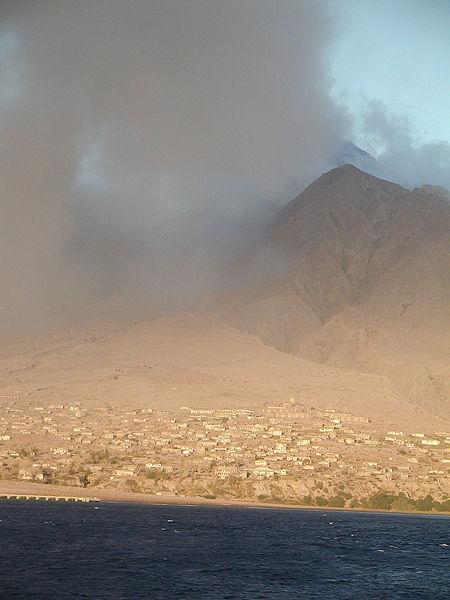 LUGARES ABANDONADOS-LUGARES OLVIDADOS (sitios fantasma en el mundo) Pueblo_enterrado_lava