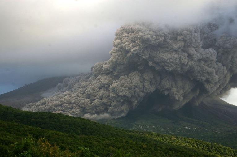 LUGARES ABANDONADOS-LUGARES OLVIDADOS (sitios fantasma en el mundo) Volcan_montserrat_erupcion