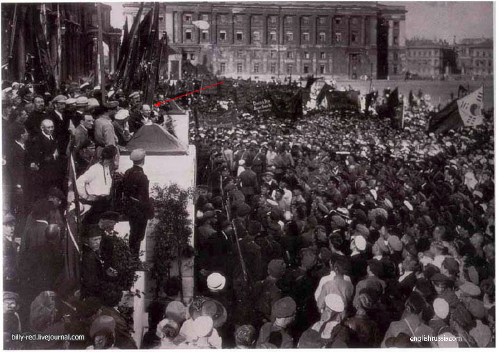 Premières falsification de photos en URSS ? Retoque_fotografico_stalin
