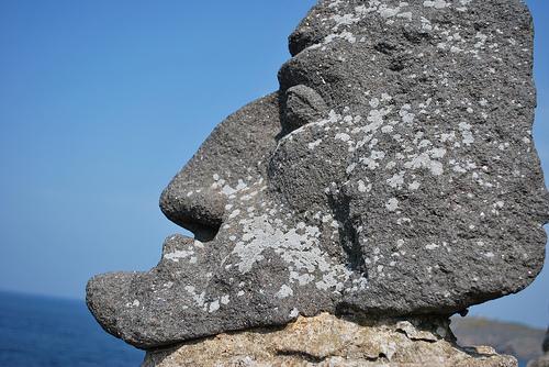 Adolphe Julien Fouéré, el ermitaño que esculpía acantilados.