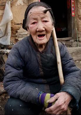 Mujeres y hombres con cuernos reales Mujer_china_cuerno_cabeza