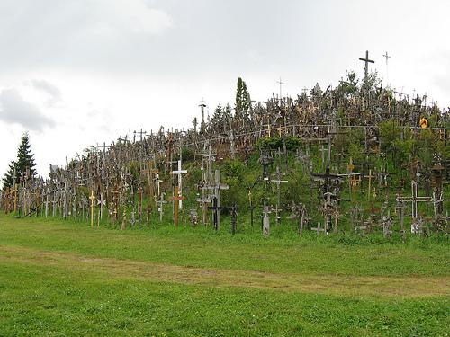 La Colina de las Cruces en Lituania Colina_de_cruces_lituania