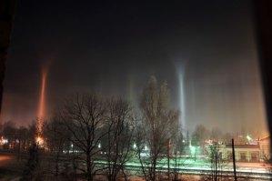 Los extraños pilares de luz que sujetan el cielo de Sigulda.