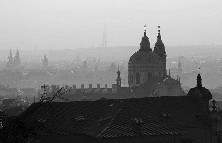 El antiguo cementerio judío de Praga. Una visita sobrecogedora.