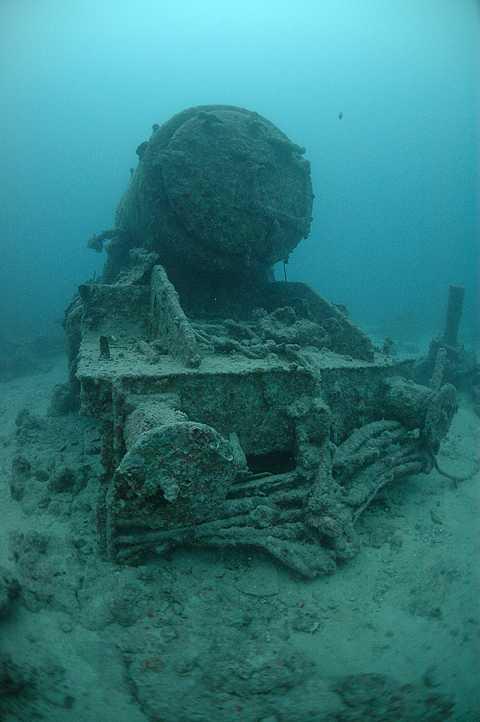 Recopilación de vehículos terrestres hundidos en naufragios