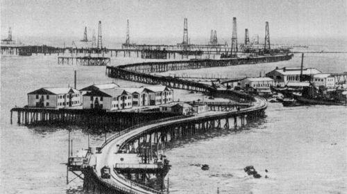 Oil stones. Las ciudades que se construyeron sobre la superficie del mar