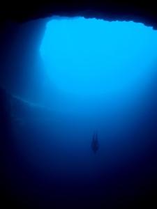 Salto base en el Blue Dean´s Hole, el agujero azul más profundo del mundo