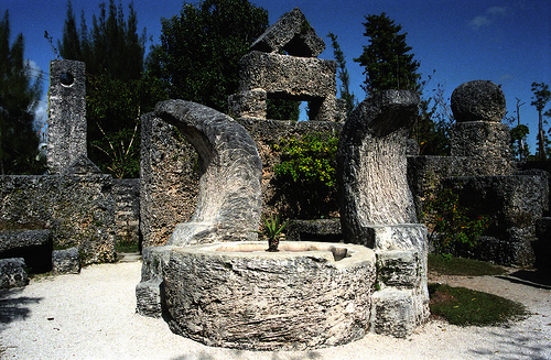 Desamores y enigmas del Castillo de Coral de Homestead The-moon-fountain
