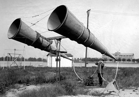 Aparatos de amplificación sonora anteriores a la invención del radar