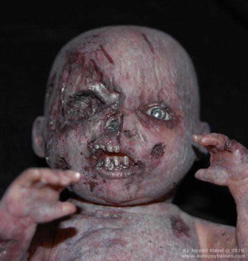 Autopsy Babies. Muñecos no aptos para tiendas de juguetes. Munecos-terror