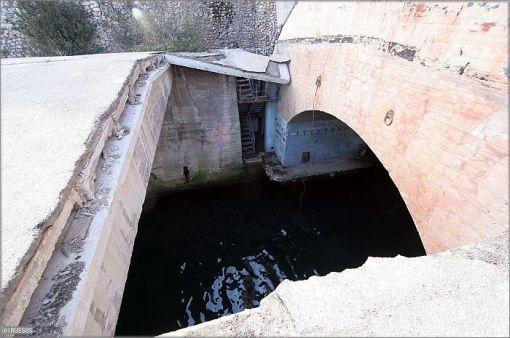 base de submarinos abandonada