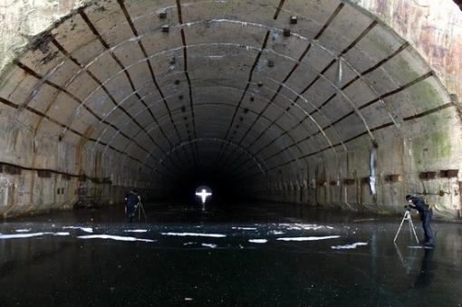 Base de subamrinos Rusa abandonada Russian-submarines-base-1
