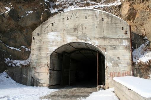 Base de subamrinos Rusa abandonada Russian-submarines-base-19