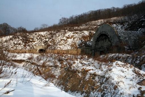 Base de subamrinos Rusa abandonada Russian-submarines-base-2