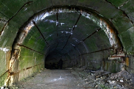 Base de subamrinos Rusa abandonada Russian-submarines-base-23