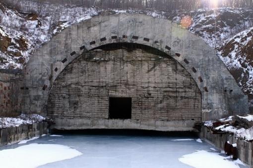 Base de subamrinos Rusa abandonada Russian-submarines-base-6