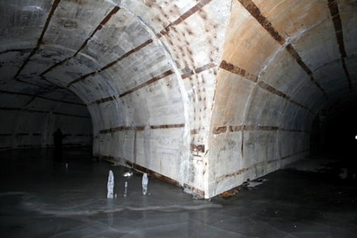 Base de subamrinos Rusa abandonada Russian-submarines-base-8
