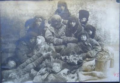 Canibalismo en Rusia en la 2ª Guerra Mundial. [ADVERTENCIA, imagenes fuertes, abstenerse personas sensibles] Hambrunas