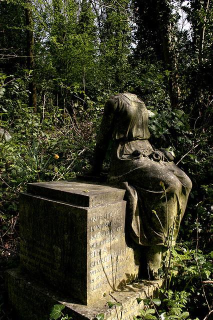 Cementerio de Abney Park, otro mundo en el centro de Londres. Cementerios-abandonados-3