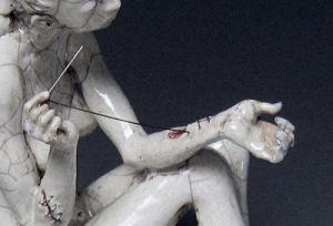«Disfigurines», la cerámica macabra de Justin Novak.