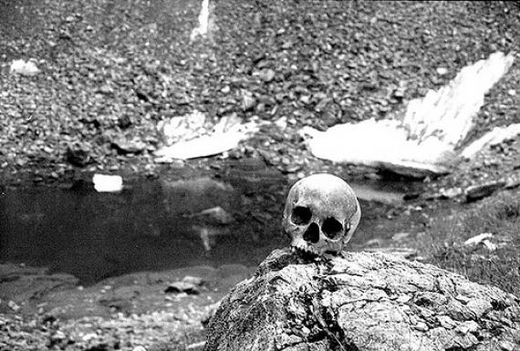 Roopkund, el lago de los esqueletos.