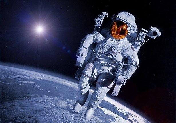 astronautas viajeros del tiempo
